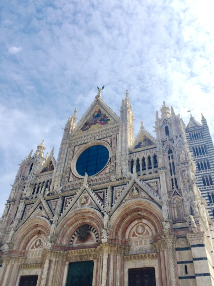 We took a dday trip to Siena to bask in the hill top historical city in Tuscany.